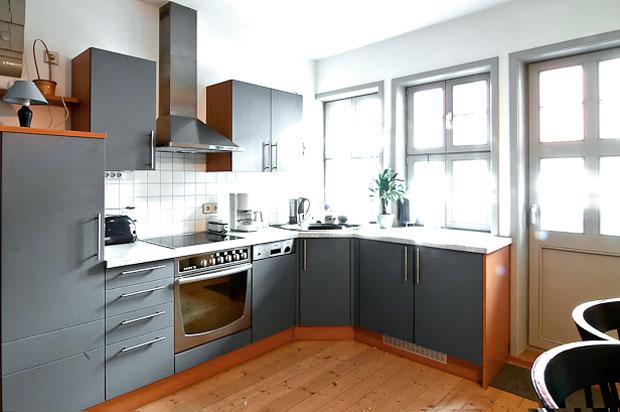 ferienwohnung naumburg wohnzimmer k che badezimmer balkon. Black Bedroom Furniture Sets. Home Design Ideas